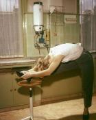 Cum sa facem fitness fara aparate, doar cu mobila din casa