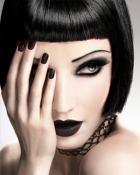 Moda punk: look rebel, accesorii metalice, culori tipatoare, coafuri indraznete